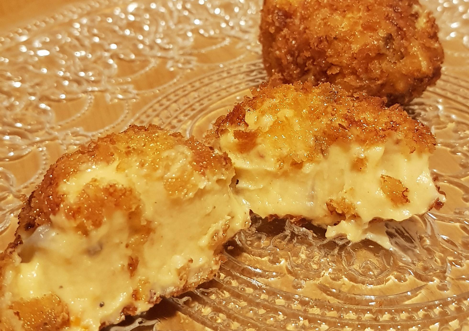 Croquetas de sobrasada,  champiñón Portobello y  queso parmesano